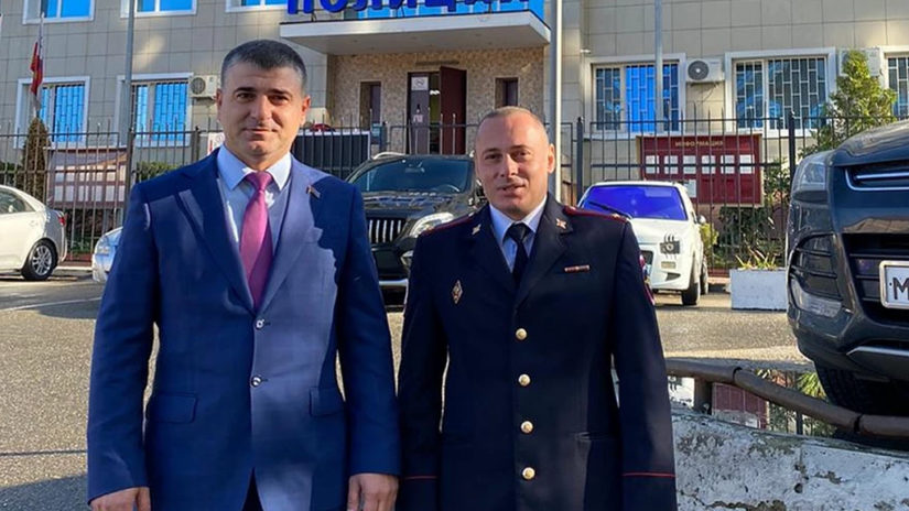 Депутат ГСС Е. Кавтарадзе поздравил подполковника Ашигяна А.Р. с Днём участкового