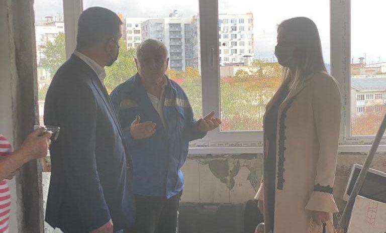 Депутаты ГСС Е. Дорогинина и Е. Кавтарадзе помогли попавшим в беду Адлерцам