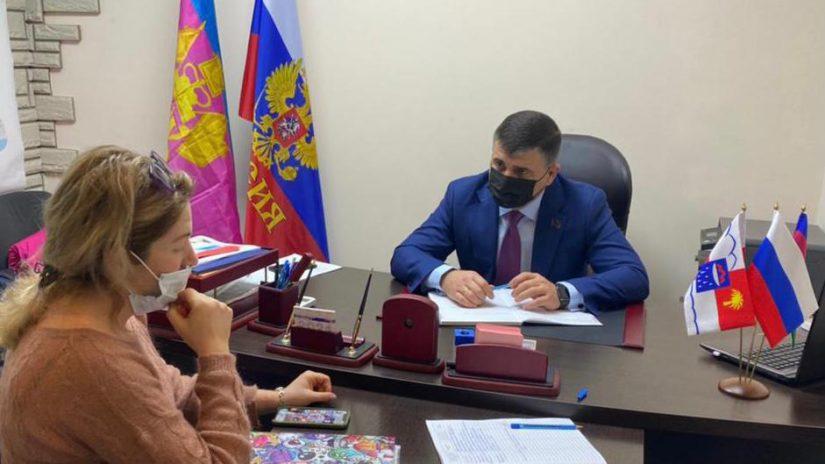 Депутат Емзари Кавтарадзе провел первый в этом году прием граждан по личным вопросам