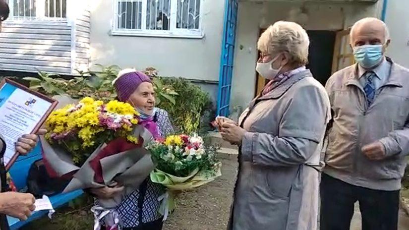 Депутат Городского Собрания Сочи А.И. Савостьянов поздравил участницу трудового фронта