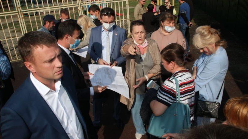 Депутаты ГСС И. Мысина и А. Александров приняли участие в комиссионном выезде на строящийся спортивного комплекса