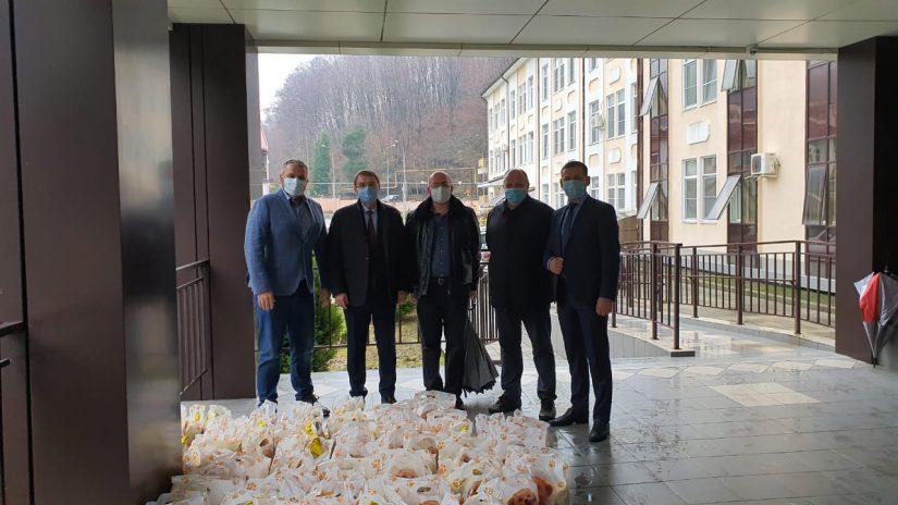 Рождественские подарки для детей врачей от депутатов Лазаревского района