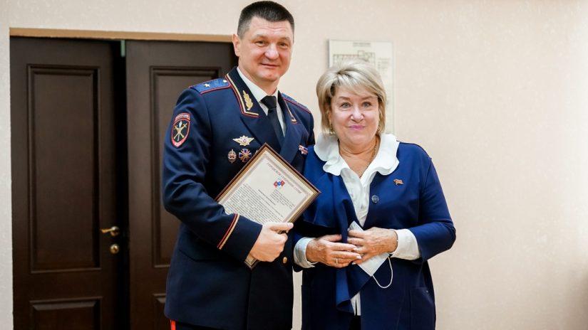 Лиодт О. В. от имени председателя ГСС Филонова В. П.поздравила сотрудников УВД с праздником
