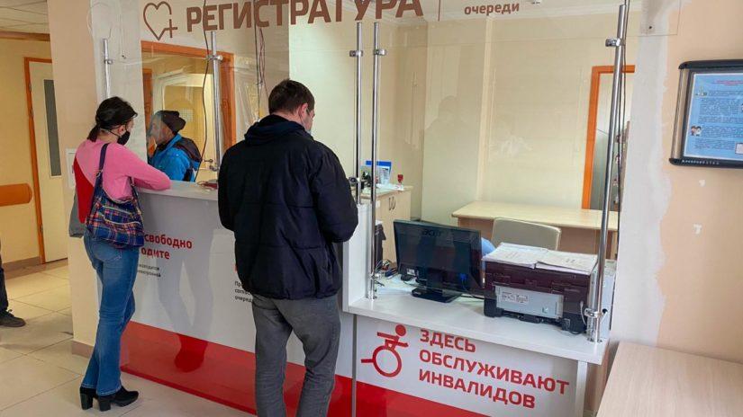 Депутаты ГСС К. Офлиди, А. Тозлян и К. Сыпало помогли организовать установку новой мебели в Краснополянской больнице