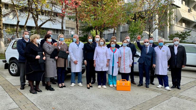 Депутаты-единороссы Городского Собрания Сочи передали поликлиникам города новые автомобили