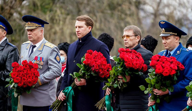 В Сочи почтили память павших защитников Отечества