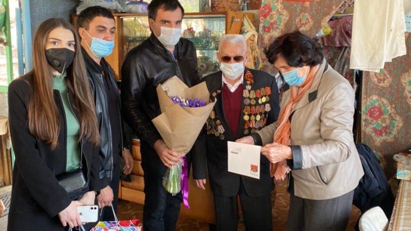 Артур Аракелян поздравил с днем рождения ветерана Великой Отечественной войны Василия Ткаченко