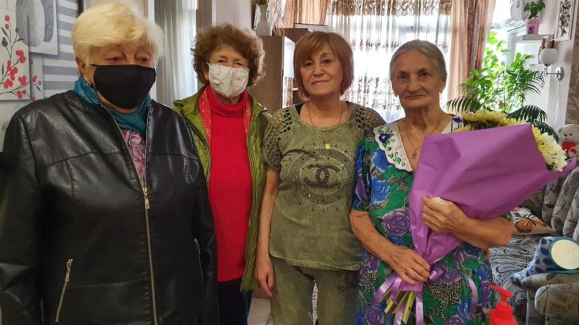 Депутат ГСС Cергей Эксузян поздравил с 90-летием участницу трудового фронта Лидию Чебан