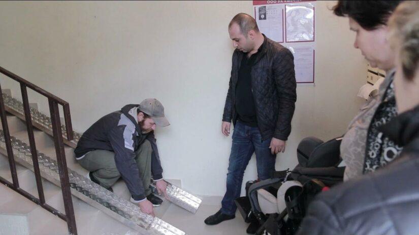 Депутат Константин Сыпало помог оборудовать пандус для инвалидных колясок