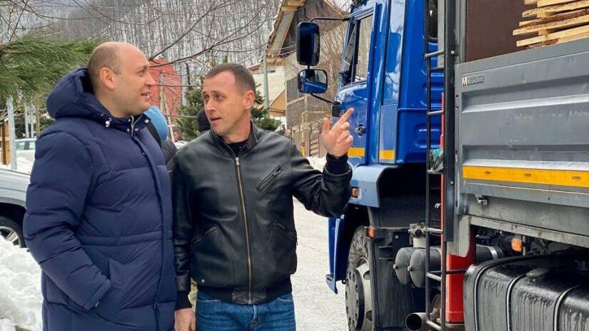 Депутаты Константин Сыпало и Арменак Тозлян организовали помощь пострадавшим от пожара в Ореховом переулке
