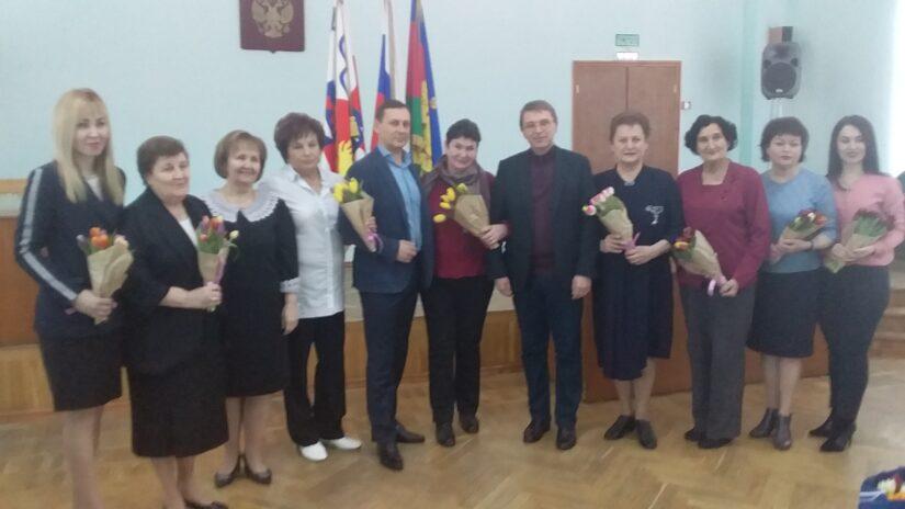 Виктор Филонов и Павел Афанасьев поздравили с 8 марта женщин-руководителей социальной сферы Лазаревского района города Сочи