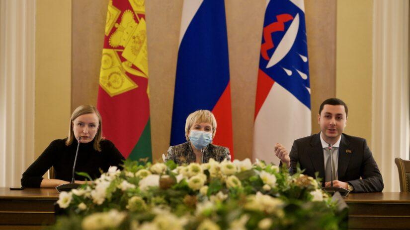 Владислав Тепляков в качестве спикера принял участие в заседании на тему «Молодежь и выборы», которое прошло в Городском Собрании Сочи