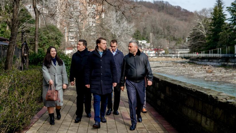 Обход Хостинского района провел сегодня глава города Алексей Копайгородский