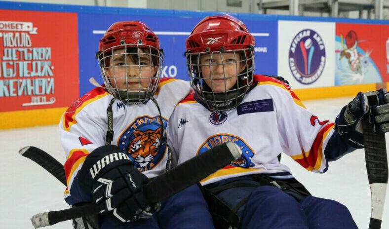 Депутаты оказали помощь участникам детской команды по следж-хоккею «Энергия Жизни Сочи»