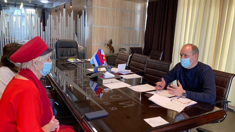 Депутат Эдуард Обухович поможет обустроить зону отдыха для ветеранов и детей