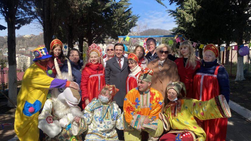 Депутаты помогли провести праздник Масленицы в микрорайонах районах Сочи