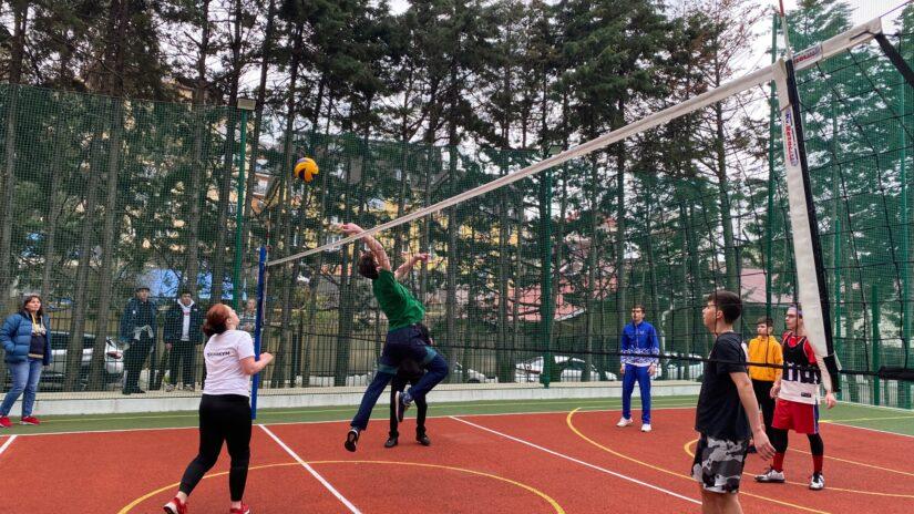 Сос Мартиросян организовал фестиваль по волейболу среди юнармейских отрядов города Сочи