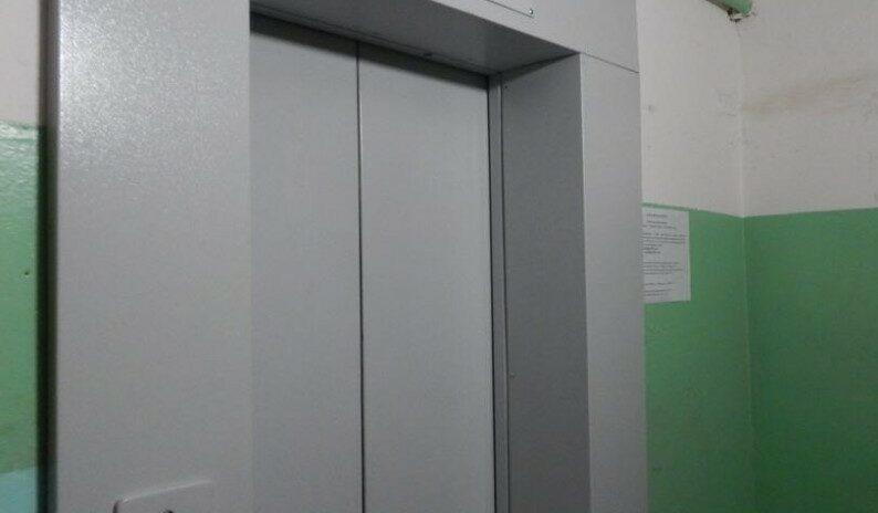 Депутат Эдуард Обухович помог установить новый лифт в 9-этажном МКД на Мамайке