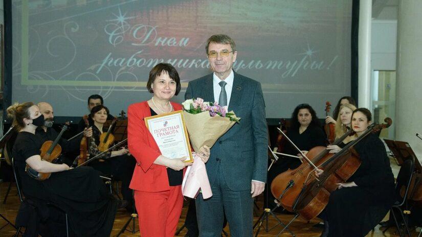 Председатель Городского Собрания Сочи Виктор Филонов поздравил работников культуры Сочи с профессиональным праздником
