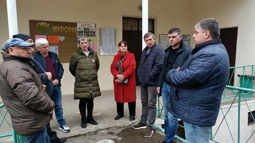 Депутат Емзари Кавтрадзе организовал выездное совещание в селе Хлебороб
