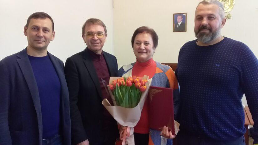 Депутаты избирательного округа №16 «Лазаревский» поздравили Ольгу Прокофьеву с днем рождения