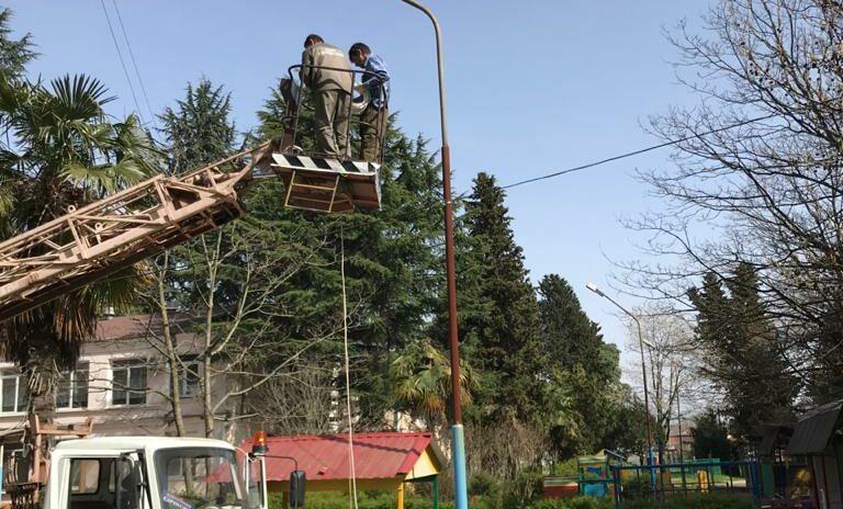 Сос Мартиросян помог решить проблему уличного освещения в детском садике №56