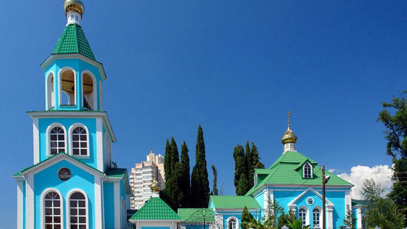 Дмитрий Малыхин оказал помощь храму в Лазаревском районе