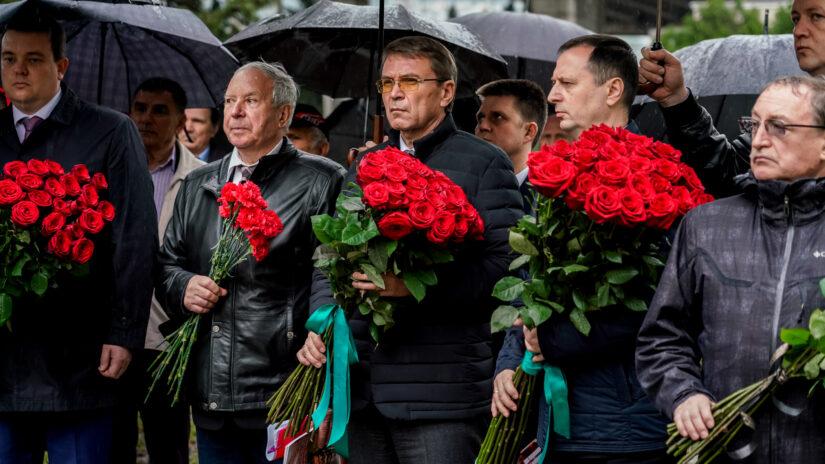 В Сочи возложили цветы к памятнику героев-чернобыльцев