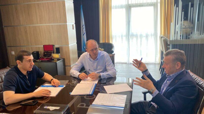 Депутаты Городского Собрания Сочи Глазырин, Обухович и Торосян провели плановую рабочую встречу