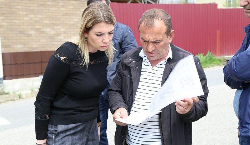 Депутаты Елена Дорогинина, Емзари Кавтарадзе и Денис Танцура организовали выездное совещание в селах Кудепстинского сельского округа