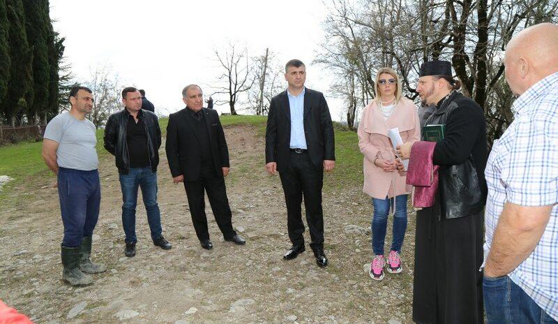 Депутаты Дорогинина, Кавтарадзе и Танцура провели выездной прием граждан в с. Красная Воля