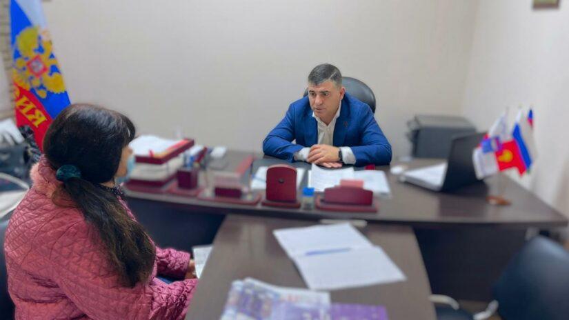 Вопросы благоустройства, организации дорожного движения и парковки личного автотранспорта обсуждал с гражданами депутат Емзари Кавтарадзе
