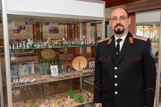 У депутата Владимира Давыдова открылась персональная выставка «Солдатики – счастливые мгновения детства»