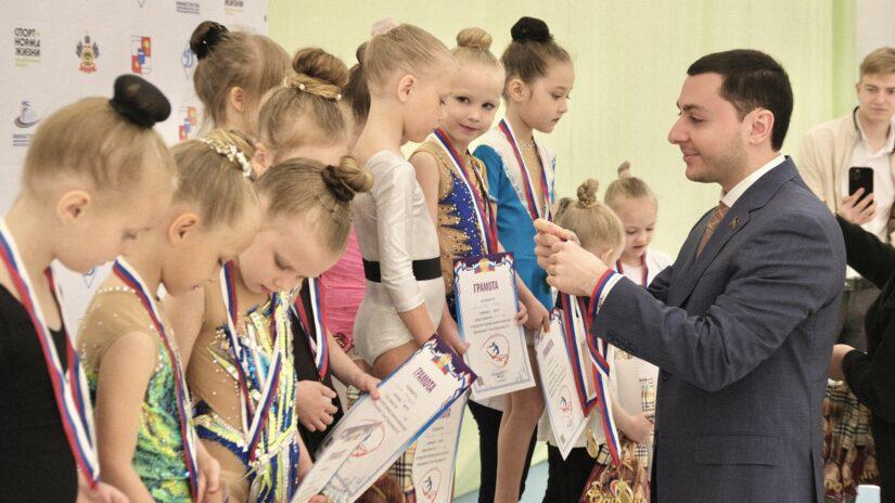 Владислав Тепляков принял участие в открытии детских соревнований по художественной гимнастике