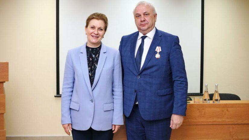 Руководителю сочинского Роспотребнадзора Владимиру Оробею вручена государственная награда