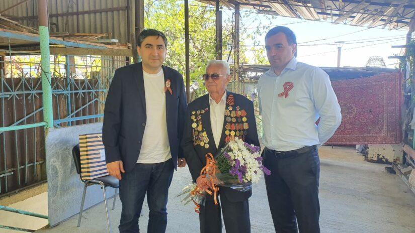 Артур Аракелян поздравил с Днем Победы ветеранов
