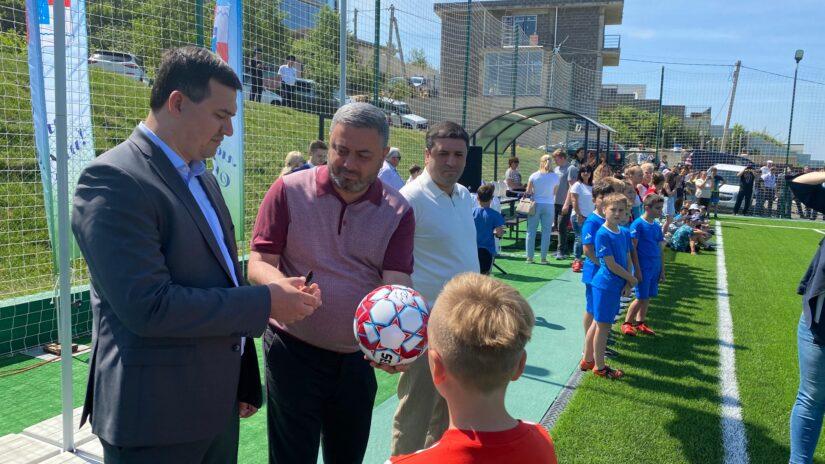 Сос Мартиросян открыл новое футбольное поле селе Нижняя Шиловка