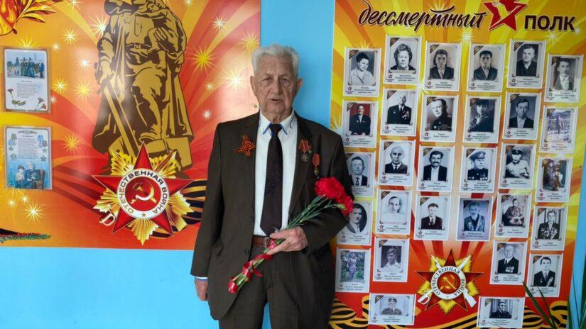 Депутат Эдуард Обухович поздравил общественную организацию «Ветеран «Новый Сочи» с наступающими майскими праздниками
