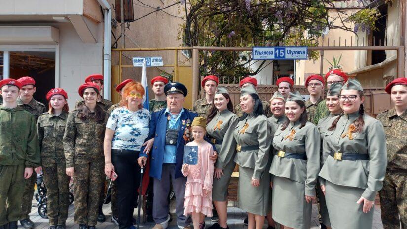 Депутат Анжела Селюкова поздравила с Днем Победы ветеранов Адлера