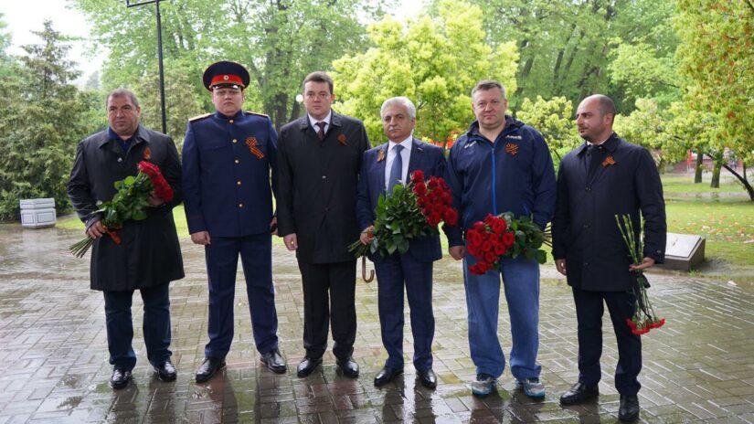 Депутаты Хостинского района отдали дань памяти погибшим в годы Великой Отечественной войны