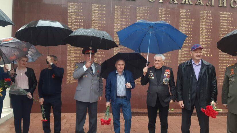 Депутат ГСС Теймураз Лобжанидзе принял участие в возложении цветов на мемориале героев на Пластунке