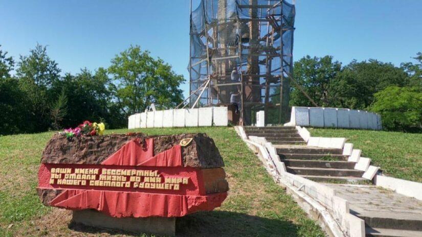 Сос Мартиросян отремонтирует памятник погибшим в годы Великой Отечественной войны в селе Уч-Дере
