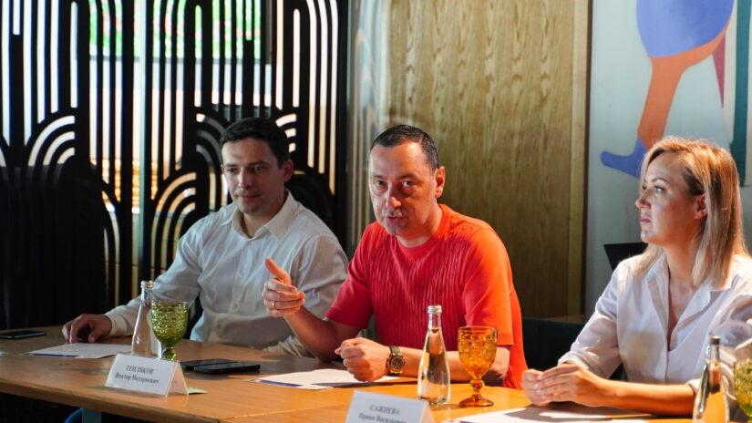 Третий деловой завтрак Совета молодых депутатов при Горсобрании с молодежью города Сочи прошел в одном из ресторанов курорта