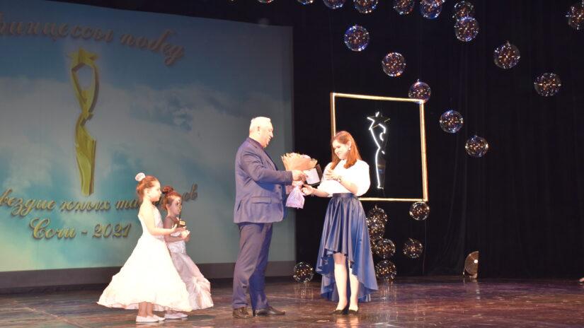 В День защиты детей в Зимнем театре состоялся торжественный прием одаренных школьников «Созвездие юных талантов»