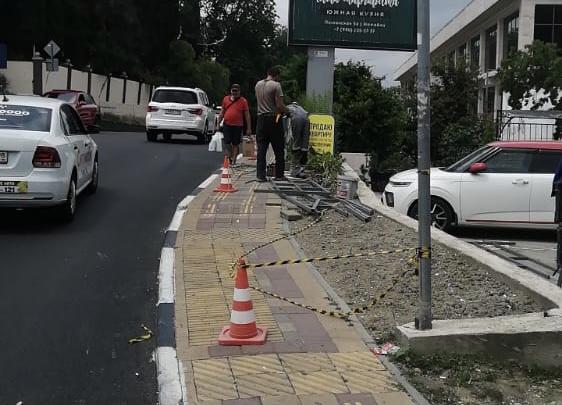 Депутат Эдуард Обухович помог с обустройством ограждения вдоль федеральной трассы