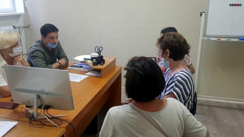 Председатель Совета молодых депутатов Андрей Василенко вместе с депутатом Горсобрания Галиной Романовой провели очередной приём граждан