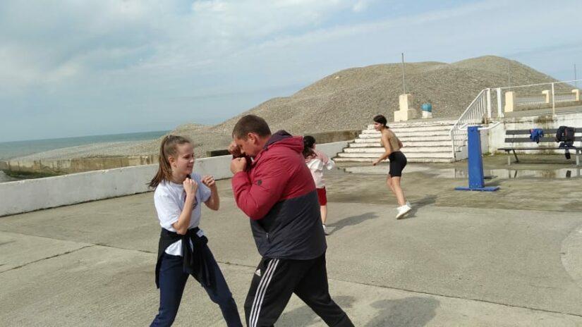 Депутат Городского Собрания Сочи Роман Напсо оказал спонсорскую помощь спортсменам для летнего досуга