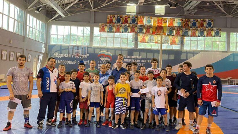 Члены профильного комитета по спорту Городского Собрания Сочи поощрили юных спортсменов курорта