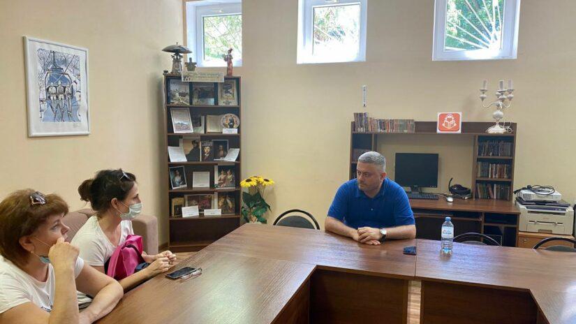 Работа в округе: Сос Мартиросян провел обход детского сада и прием граждан в микрорайоне Блиново