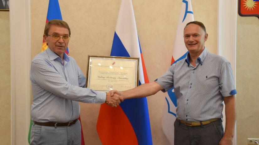 Встреча председателя Городского Собрания Сочи Виктора Филонова с заслуженным журналистом Кубани Владимиром Сердюком